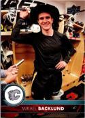 2017-18 Upper Deck #28 Mikael Backlund Calgary Flames